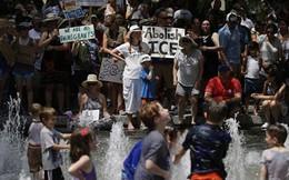Ảnh: Người dân Mỹ hứng chịu nắng nóng kinh hoàng trong lịch sử
