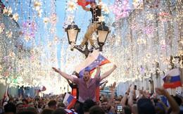 24h qua ảnh: Người dân Nga ăn mừng chiến thắng lịch sử tại World Cup