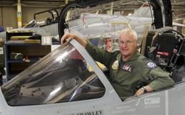 Phi công chiến đấu lớn tuổi nhất thế giới về hưu