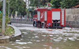 Hy hữu xe cứu hỏa đi 'cứu thủy' chống ngập lụt ở Quảng Ninh