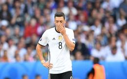 """Sau tâm thư uất nghẹn giã từ ĐTQG, Ozil bị """"ông trùm"""" bóng đá Đức mắng là kẻ hèn nhát"""
