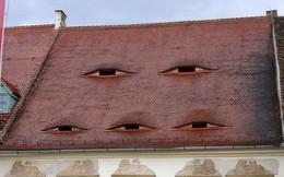 """Ghé thăm con phố nơi có những ngôi nhà khiến bạn giật mình vì cảm giác """"bị theo dõi"""""""