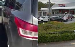 Lần theo tiếng gào khóc, người đàn ông phát hiện tình huống khẩn cấp trong 1 chiếc xe ô tô