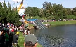 Xe tải lao xuống hồ Xuân Hương ở Đà Lạt, 2 người bị thương