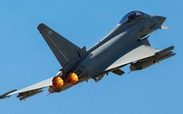 Anh tung 2 tiêm kích chặn máy bay Nga áp sát không phận NATO