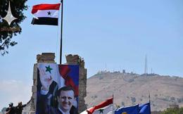 """Quân đội Syria kéo cờ ở Quneitra, lính Israel """"trơ mắt nhìn"""": Chiến thắng ngạo nghễ"""