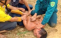 Khởi tố người đàn ông sát hại cha ruột, vợ và con trai trong nghĩa địa