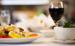 Đĩa thức ăn bị chê không hợp khẩu vị và cuộc hội thoại trong bếp ai cũng nên nghe!
