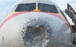 Máy bay Trung Quốc vỡ kính, móp đầu vì mưa đá