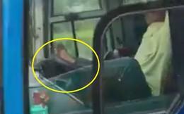 Sa thải tài xế dùng chân lái xe trên cao tốc Trung Lương- TP.HCM