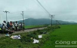 Tàu hỏa hất xe máy văng xuống ruộng, hai người chết thảm