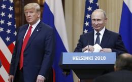 """Tổng thống Trump bị """"chơi khăm"""" bằng ảnh của Tổng thống Putin"""