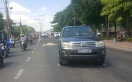 Va chạm với xe máy, 2 thanh niên ngã vào làn ô tô, bị xe 7 chỗ cán thương vong ở Sài Gòn