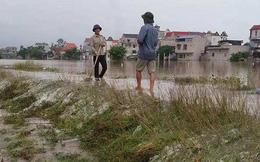 Hà Nội: Nước tràn đê ngập cả tuần, 2 chị em gái chết đuối thương tâm