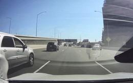 Xem cách hệ thống bán tự động Autopilot trên Tesla Model 3 đánh lái để tránh tai nạn trên đường