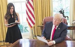 Tiết lộ mức lương 'trên trời' dành cho nữ trợ lý trưởng 27 tuổi xinh đẹp của ông Trump