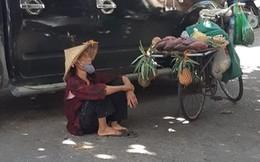 Xót xa hình ảnh cụ bà áo rách, nón lá tả tơi nhọc nhằn nghỉ trưa dưới cái nóng 40 độ