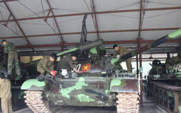 """Thế giới thán phục lính tăng VN: """"Lộn xích xe tăng, vá săm xe lửa"""" - Chuyện khó tin!"""