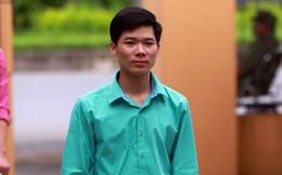 Cùng một ngày, bác sĩ Hoàng Công Lương nhận 2 lệnh cấm đi khỏi nơi cư trú