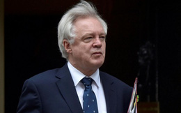 Bộ trưởng Brexit bất ngờ từ chức, Thủ tướng Anh gặp khó