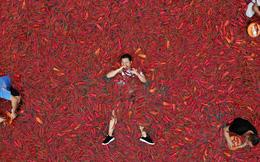 24h qua ảnh: Mọi người háo hức tham gia cuộc thi ăn ớt ở Trung Quốc