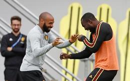 """Siêu sao Man United tươi rói, chơi đùa cùng """"đối thủ"""" Pháp trước đại chiến"""
