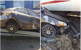 Hiện trường vụ ô tô bị tàu hỏa tông nát, văng hơn chục mét gây xôn xao mạng xã hội