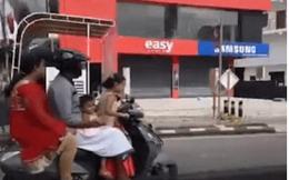 Clip bé gái 5 tuổi phóng xe tay ga lao vun vút trên đường, chở bố mẹ và em gái 3 tuổi ngồi sau gây sốc