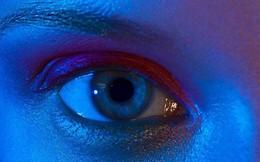 Thêm một lý do để ngưng xem điện thoại buổi đêm: Nguy cơ ảnh hưởng mắt là có thật
