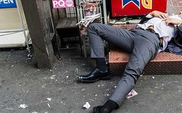 Say xỉn rồi ngủ quên trên phố, nhân viên ngân hàng bị trộm cuỗm mất 57000 USD