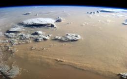 Những cơn bão bụi dữ dội nhất Trái Đất được chụp từ không gian sẽ trông như thế nào?