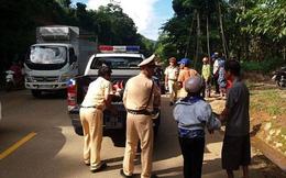 Thanh Hóa: CSGT dùng xe chuyên dụng đưa người bị tai nạn đi cấp cứu