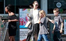 """Angelina Jolie vui vẻ dẫn con đi mua sắm không màng đến ồn ào """"đại chiến ly hôn"""" với Brad Pitt"""