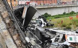 Ảnh: Hàng loạt ô tô bị rơi và đè bẹp rúm trong vụ sập cầu Italy