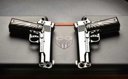 """Chiêm ngưỡng cặp súng ngắn M1911 """"đối xứng gương"""" siêu đẹp, siêu đắt"""