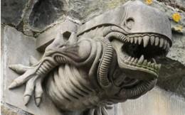 """Bức tượng """"sinh vật lạ"""" trên cổng vòm tu viện thế kỷ 12 ở Scotland"""