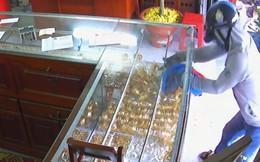 Chủ tiệm vàng bị tấn công, cướp hơn 2 tỉ đồng