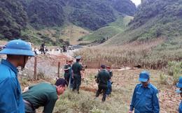 Bộ đội giúp dân trồng cây bơ giữa sào huyệt ma túy ở Lóng Luông