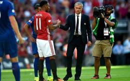 """Anthony Martial: """"Con cưng"""" của Van Gaal, """"con ghẻ"""" của Mourinho"""