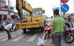 Xe cứu hộ tông hàng loạt xe máy dừng đèn đỏ, bé trai 6 tuổi tử vong