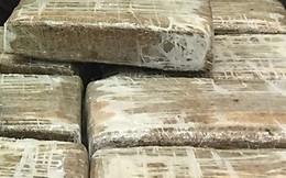 Thái Lan: Cảnh sát truy lùng người vứt chỏng chơ 400kg cần sa bên vệ đường
