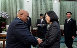 """Tuyên bố """"ủng hộ Đài Loan hơn TQ"""", quốc đảo nhỏ khốn khổ vì đòn trừng phạt của Bắc Kinh"""