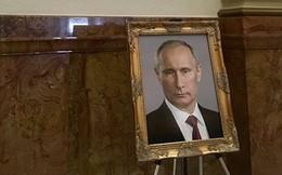 Nữ quan chức Mỹ bị kỷ luật vì đặt chân dung Putin trong tòa nhà Capitol