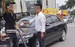 Va chạm giao thông, người lôi điếu cày ra dọa nạt, người giơ thẻ đỏ đáp trả