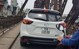 """Xế hộp Madaz CX5 bị """"tuýt còi"""" sau khi băng qua cầu Long Biên"""