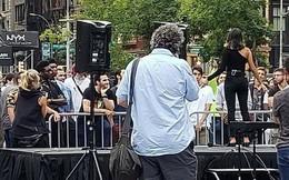 Tin vào nàng thơ trên Tinder, mấy trăm anh đàn ông bị lừa gặp nhau giữa quảng trường