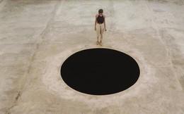 """Vì tò mò, du khách Ý bị rơi xuống hố đen """"nghệ thuật"""" được tạo ra từ năm 1992"""