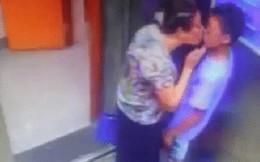 Cậu bé bất ngờ bị cụ bà cưỡng hôn trong thang máy khiến MXH phẫn nộ