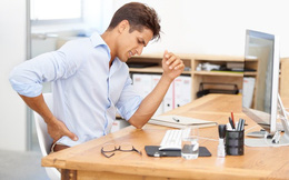 """Nam giới """"ngồi"""" thế nào để không sinh bệnh: Bí quyết ngồi đúng cách mọi quý ông cần biết"""