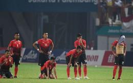 """CĐV Indonesia """"tổng tấn công"""" trọng tài sau khi đội nhà thất bại"""